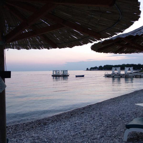 Suton na plaži Polidor